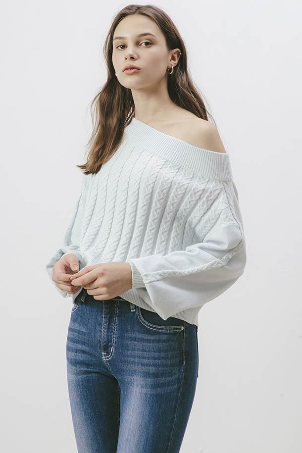 斜領麻花針織衫