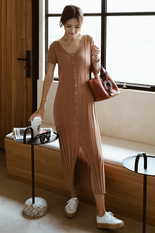 立體坑條連身裙
