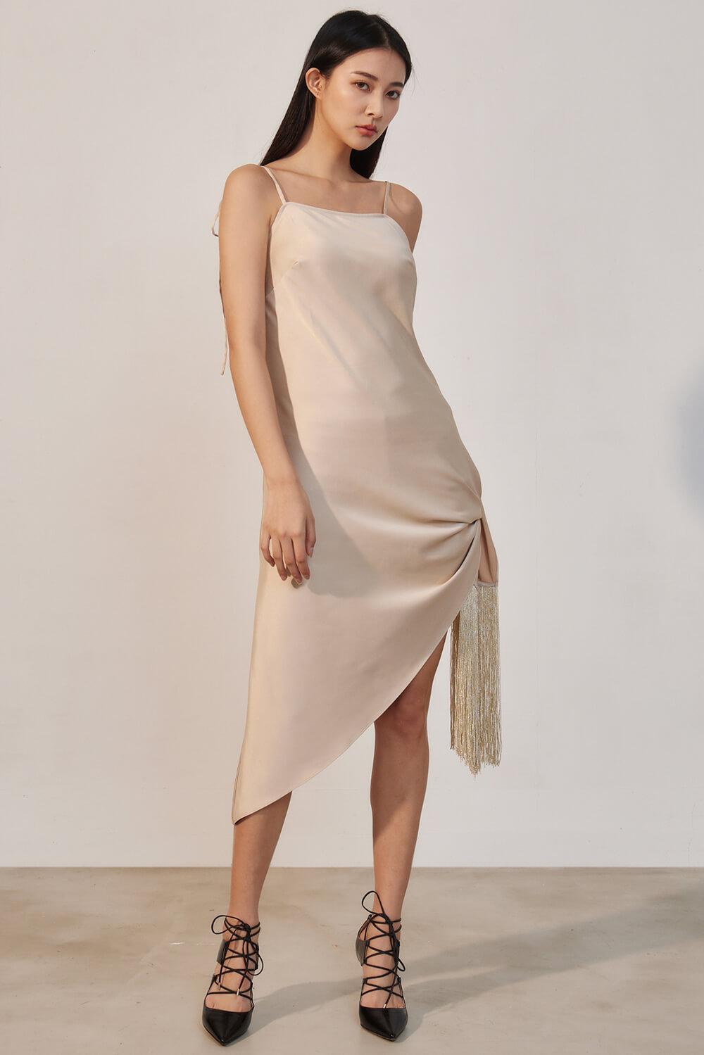 流蘇綁帶緞面洋裝