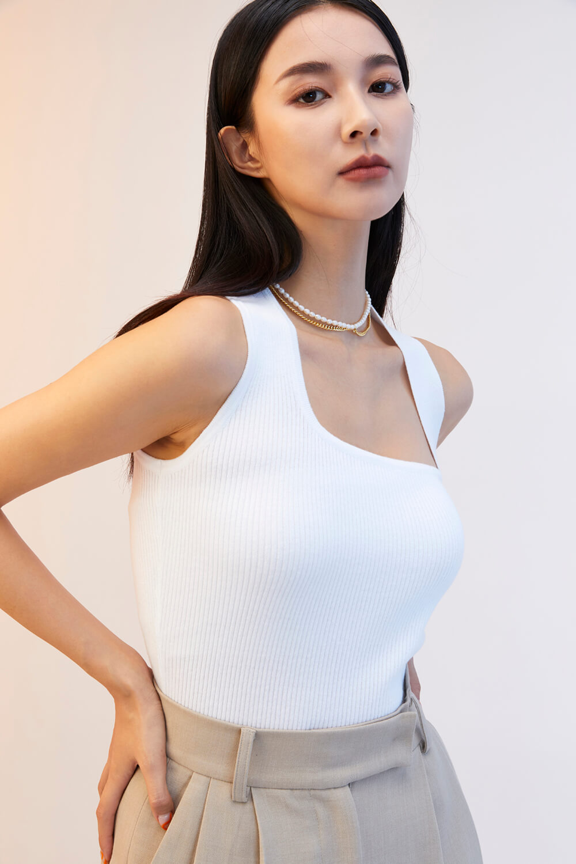 肩帶造型背心